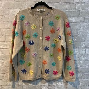Appleseeds L tan with knitted flowers cardigan